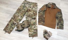 Uniform-Set in Multicam Größe S / Shirt + Hose + Kniepads + Handschuhe