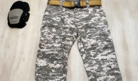 Uniform-Set Größe M / Digital – Grey / + Kniepolster + Gürtel